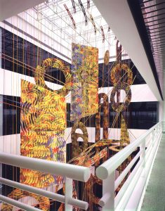 Painting Structures (1985), Atrium IV, S/A Associates, Somerset, New Jersey, Bamboo, matte varnish, nylon cords, and acrylic on canvas, 20 by 65 by 25 feet (photograph courtesy of Malcolm Varon)